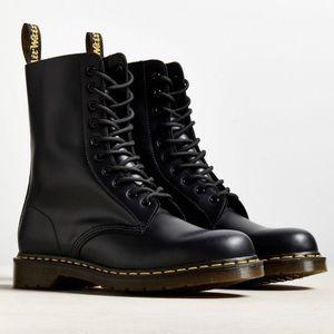 Dr. Martens 1490 10-Eye Boot in black
